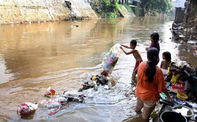 https: img-o.okeinfo.net content 2017 03 22 337 1648855 hari-air-sedunia-kondisi-sungai-di-indonesia-memprihatinkan-4mSwxcBmoY.jpeg