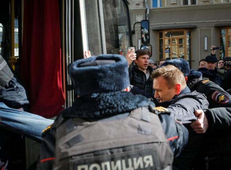 https: img-o.okeinfo.net content 2017 03 27 18 1651837 rival-putin-ditangkap-di-tengah-demonstrasi-anti-korupsi-7svOBGPf2x.jpg