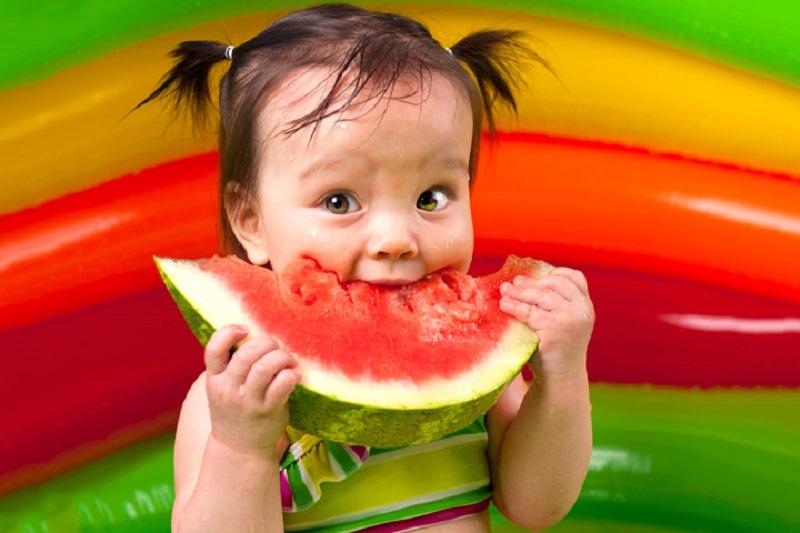 https: img-o.okeinfo.net content 2017 04 01 481 1656355 anak-rajin-makan-semangka-enggak-gampang-jatuh-sakit-MUpeIk035N.jpg