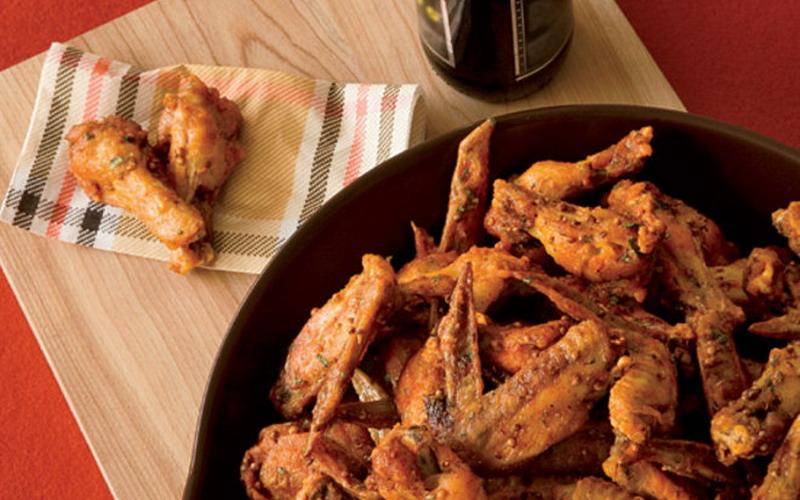 https: img o.okeinfo.net content 2017 04 18 298 1670040 makan chicken wings enaknya pakai 3 saus ini AdORK5kOV5.jpg