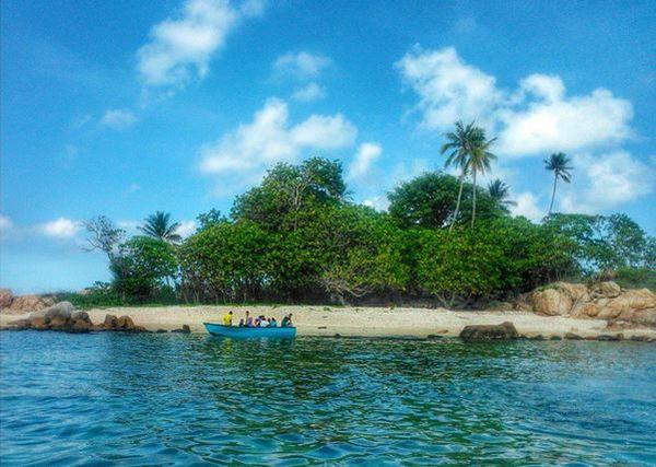 https: img-o.okeinfo.net content 2017 04 20 406 1672302 wow-pulau-penyusuk-punya-pantai-cantik-untuk-main-air-di-kepulauan-riau-WGG5B4KW3Y.JPG