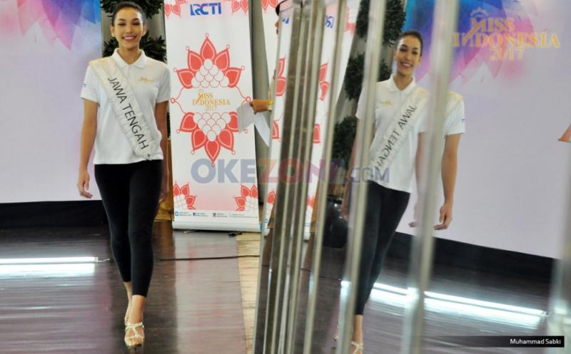 https: img-o.okeinfo.net content 2017 04 21 194 1673927 miss-indonesia-2017-miss-jawa-tengah-akui-menikmati-masa-masa-di-karantina-rjKdvWVRbl.jpg
