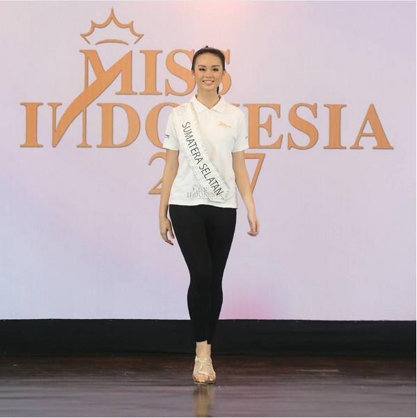https: img-o.okeinfo.net content 2017 04 21 194 1673939 miss-indonesia-2017-miss-sumatera-selatan-akui-34-finalis-punya-keunikan-berbeda-4sfT97UYze.jpg
