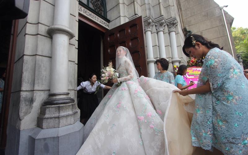 https: img-o.okeinfo.net content 2017 04 21 33 1673577 impian-olga-lydia-menikah-di-katedral-akhirnya-terwujud-E19rNw35Ye.jpg