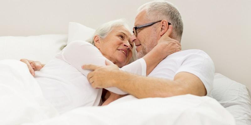 https img o.okeinfo.net content 2017 04 22 481 1673950 usia senja bukan jadi alasan pasutri ikutan pensiun bercinta rCUshY2Ig9.jpg