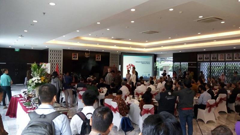 https: img-o.okeinfo.net content 2017 05 02 320 1681006 denmark-minat-investasi-di-energi-angin-menteri-jonan-baca-peta-indonesia-GGvbkFJmPw.jpg