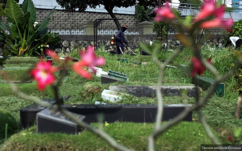 https img o.okeinfo.net content 2017 05 15 406 1691184 ritual berdoa dan bersihkan kuburan jelang puasa di padangsidimpuan hAhveZRU25.jpg