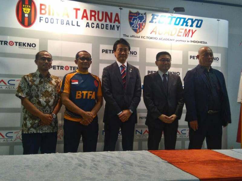 https: img-o.okeinfo.net content 2017 05 18 51 1694572 tingkatkan-kualitas-sepakbola-indonesia-bina-taruna-jalin-kerjasama-dengan-fc-tokyo-u7gjTyAgBK.jpeg