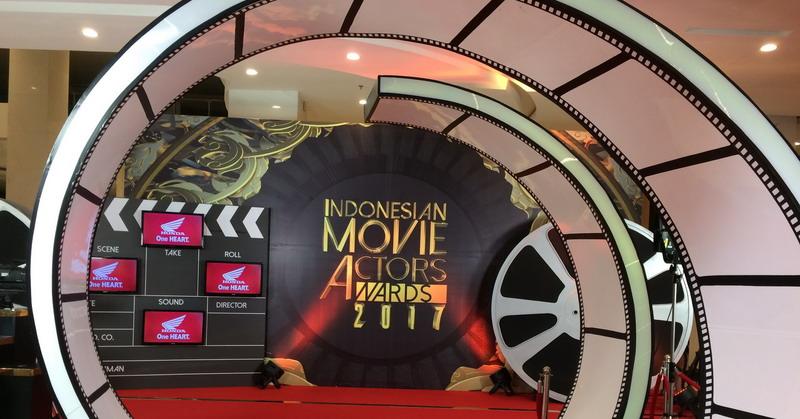https: img-o.okeinfo.net content 2017 05 18 597 1694512 iima-2017-uniknya-red-carpet-indonesian-movie-actors-award-2017-OLkqDQwUey.jpg