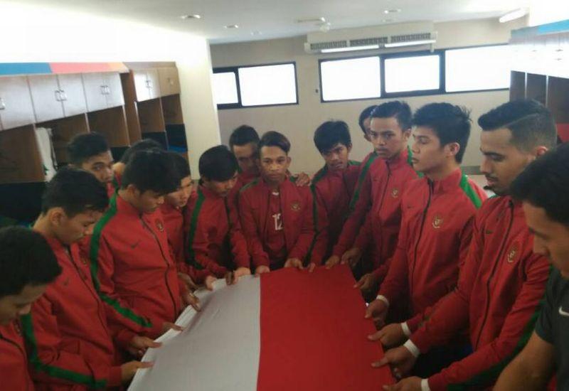 https: img-o.okeinfo.net content 2017 05 19 51 1695662 afc-u-20-futsal-championship-bermain-imbang-3-3-lawan-jepang-vic-hermans-indonesia-tampil-percaya-diri-LGYNFJHSHx.jpg