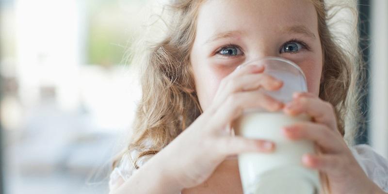 https: img-o.okeinfo.net content 2017 06 08 481 1710771 ini-pentingnya-vitamin-d-pada-susu-di-masa-pertumbuhan-AI3QcDkSGt.jpg