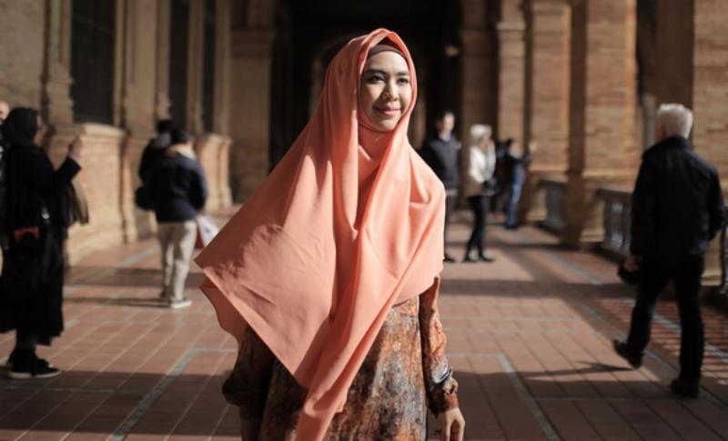 https: img-o.okeinfo.net content 2017 06 15 194 1717390 trik-berbusana-muslim-syar-i-untuk-wanita-yang-baru-pakai-hijab-AgRYNapL3o.jpg