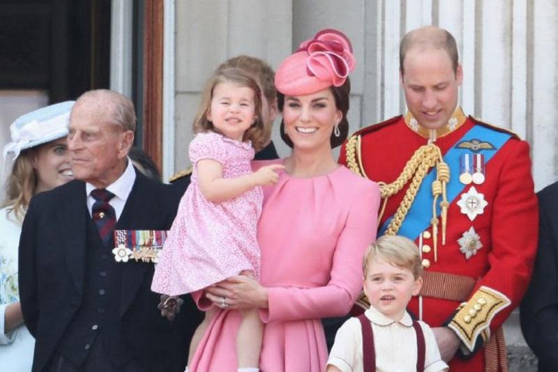 https: img-o.okeinfo.net content 2017 06 19 194 1719681 cantiknya-kate-middleton-berbalut-dress-pink-rancangan-alexander-mcqueen-di-parade-kerajaan-ASWq4he4w5.jpg