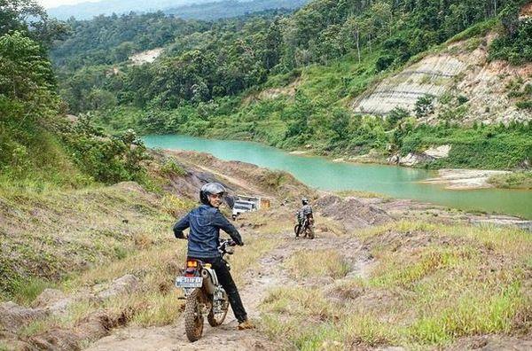https: img-o.okeinfo.net content 2017 06 19 406 1719590 uncover-indonesia-blue-lake-bekas-tambang-yang-kini-sedang-hits-di-lahat-ZroEZIzOF6.JPG