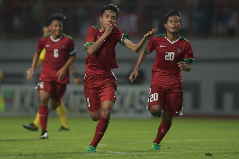 https: img-o.okeinfo.net content 2017 06 19 51 1719393 vietnam-myanmar-imbang-timnas-indonesia-u-16-juara-tien-phong-plastic-cup-2017-S90VIsj6R4.jpg