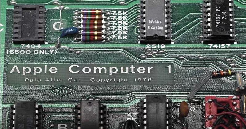 https: img-o.okeinfo.net content 2017 06 20 57 1720754 komputer-pertama-apple-dilelang-dengan-harga-fantastis-0p1kE07Cjy.jpg