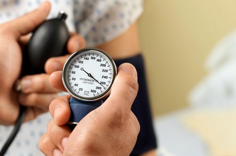 https: img-o.okeinfo.net content 2017 06 26 481 1724938 mudah-begini-cara-mengukur-tekanan-darah-di-rumah-jvPeyCurfA.jpg