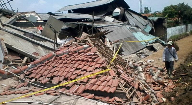 https: img-o.okeinfo.net content 2017 06 29 340 1725730 42-rumah-rusak-akibat-angin-puting-beliung-di-langkat-VRHZ5o3Z4X.jpg