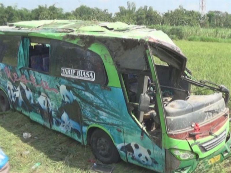 https: img-o.okeinfo.net content 2017 07 01 519 1726566 bus-terguling-1-orang-tewas-49-luka-luka-vBPXfH5bWY.jpg