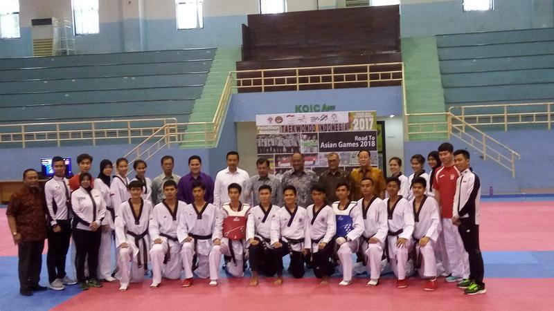 https: img-o.okeinfo.net content 2017 07 18 43 1738758 tinjau-kesiapan-atlet-taekwondo-jk-merah-putih-ada-di-tangan-anda-0yXjbsV2ot.jpg