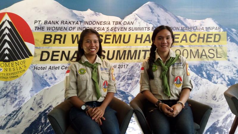 https: img-o.okeinfo.net content 2017 07 24 406 1743174 cerita-2-mahasiswi-indonesia-yang-kibarkan-merah-putih-dan-mainkan-angklung-di-puncak-denali-alaska-DiPBIqbsBO.jpg
