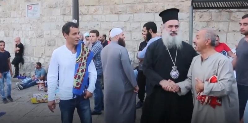 https: img-o.okeinfo.net content 2017 07 25 18 1743373 wah-bela-masjid-al-aqsa-muslim-dan-kristen-palestina-kompak-berunjuk-rasa-64ib6swYdx.jpg