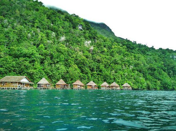 https: img-o.okeinfo.net content 2017 07 31 406 1746913 5-penginapan-terbaik-di-tepi-pantai-indonesia-ada-yang-mirip-maldives-lho-nvRufHq8HA.JPG