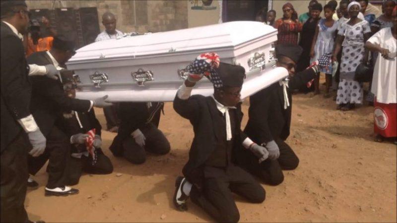 https: img-o.okeinfo.net content 2017 08 02 18 1748747 video-tarian-pengusung-jenazah-ghana-tampilkan-keceriaan-di-tengah-duka-WVgLNQC1s5.jpg