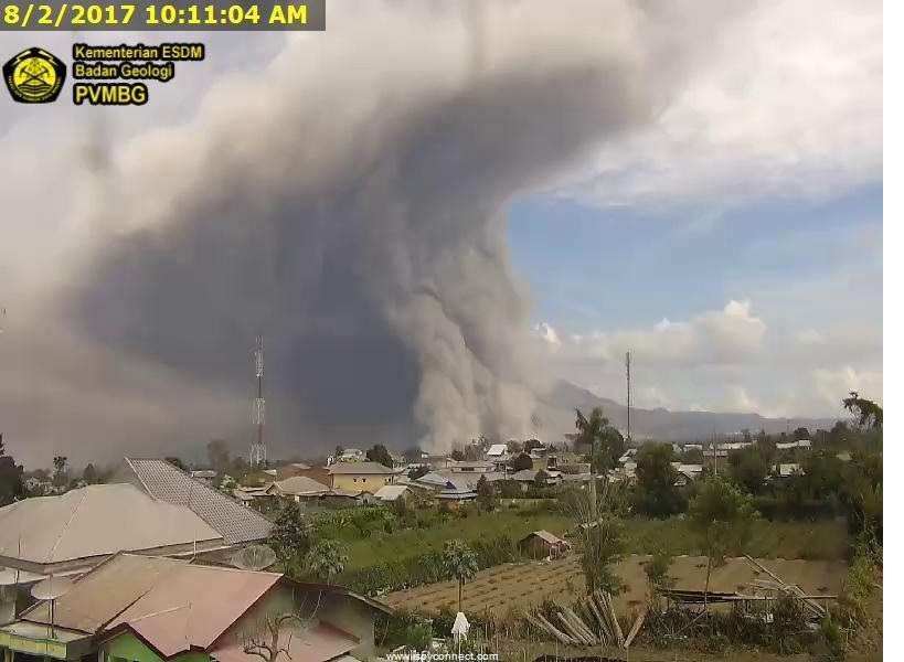 https: img-o.okeinfo.net content 2017 08 02 340 1748330 awas-sinabung-pagi-ini-20-kali-erupsi-waspadai-hujan-abu-vulkanis-n5C1hNXbLp.jpg