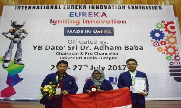 https: img-o.okeinfo.net content 2017 08 03 65 1749321 tepuk-tangan-ubah-rumput-jadi-bahan-bakar-mahasiswa-indonesia-raih-medali-emas-di-malaysia-tr4bMgCf7x.JPG