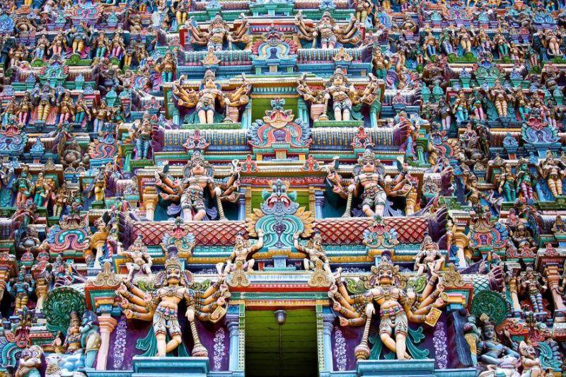 https: img-o.okeinfo.net content 2017 08 07 406 1751432 kuil-meenakshi-punya-patung-warna-warni-nan-instagenic-di-india-0vEeqQ5EAu.jpg