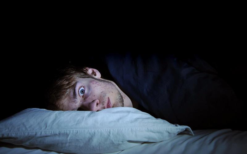 https: img-o.okeinfo.net content 2017 08 08 481 1752057 7-alasan-utama-untuk-tidak-membawa-ponsel-ke-tempat-tidur-bikin-depresi-salah-satunya-e8JRpkmcLu.jpg