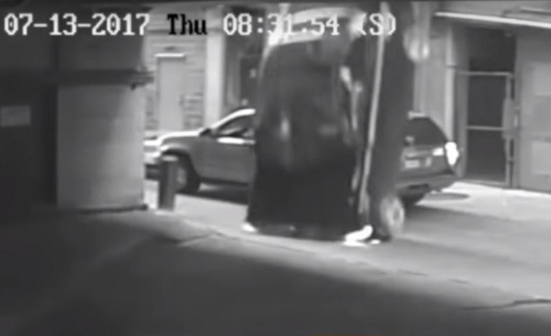 https: img-o.okeinfo.net content 2017 08 12 18 1754815 video-astaga-salah-injak-pedal-bmw-jatuh-dari-lantai-tujuh-SMoajeCyPv.jpg