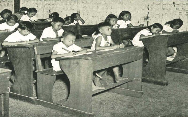 https: img-o.okeinfo.net content 2017 08 16 65 1757276 hari-merdeka-napak-tilas-sejarah-pendidikan-indonesia-sekolah-rakyat-hingga-sma-7JSFV7VLFf.jpg