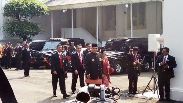 https: img-o.okeinfo.net content 2017 08 17 337 1757597 hari-merdeka-sby-dan-megawati-hadiri-upacara-hut-ke-72-ri-istana-C27kWAf1Cf.jpg