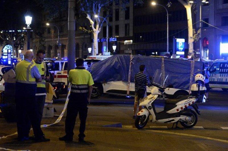 https: img-o.okeinfo.net content 2017 08 18 46 1758149 teror-di-barcelona-manchester-united-saya-mencintai-anda-barcelona-NXdf2q9Q4M.jpg
