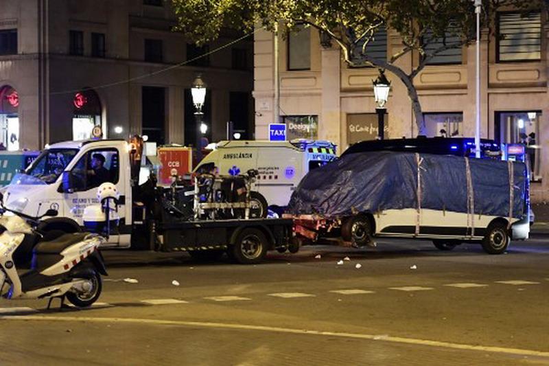 https: img-o.okeinfo.net content 2017 08 18 46 1758475 barcelona-diguncang-teror-rio-ferdinand-panjatkan-doa-p9XutvG1lD.jpg