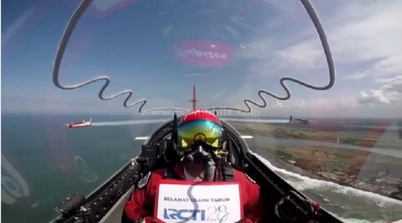 https: img-o.okeinfo.net content 2017 08 23 598 1761437 hut-rcti-28-team-jupiter-aerobatik-unjuk-kebolehan-atraksi-di-angkasa-wlmchI3fqK.jpg