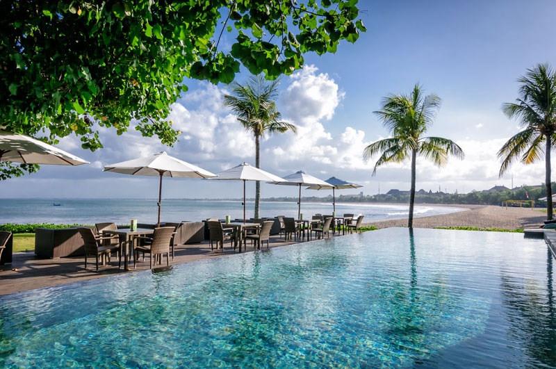 https: img-o.okeinfo.net content 2017 08 24 298 1762333 saat-liburan-di-bali-ajak-pasangan-bersantap-di-3-restoran-tepi-laut-suasananya-romantis-banget-ro4GU6bGwd.jpg