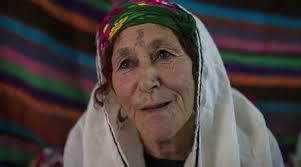 https: img-o.okeinfo.net content 2017 08 24 406 1761939 ya-ampun-wanita-aljazair-rela-menahan-sakit-karena-tato-di-wajah-demi-dipuji-cantik-uib5KgH1T3.jpg