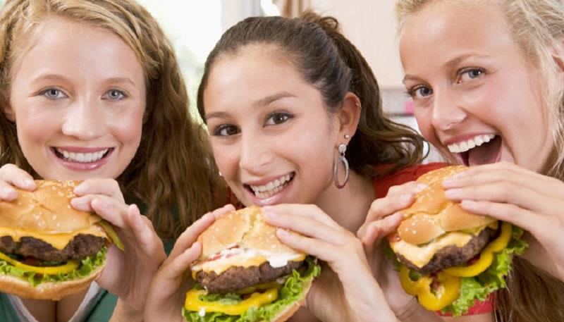 https: img-o.okeinfo.net content 2017 08 24 481 1762537 penyebab-semakin-banyak-remaja-alami-obesitas-doyan-makan-pizza-burger-hingga-kecanduan-gadget-327jhj5OOK.jpg