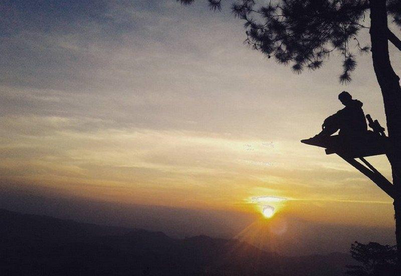 https: img-o.okeinfo.net content 2017 08 30 406 1766089 uncover-indonesia-bantir-hills-lokasi-berburu-indahnya-senja-di-semarang-yang-sedang-hits-cYByuQnJD5.jpg