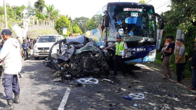 https: img-o.okeinfo.net content 2017 09 01 519 1767668 kecelakaan-bus-indonesia-di-kudus-korban-tewas-bertambah-jadi-5-orang-ovzbXl88HO.jpg