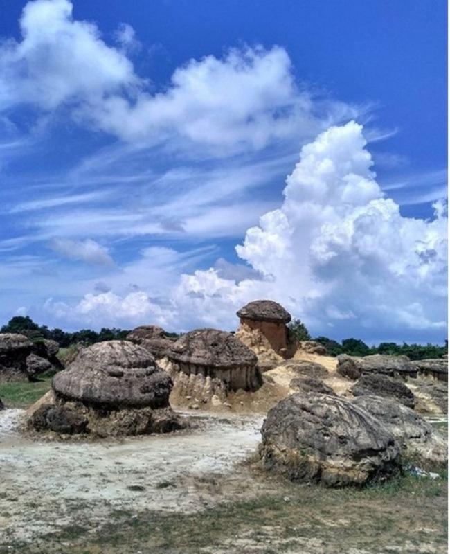 https: img-o.okeinfo.net content 2017 09 03 406 1768475 uncover-indonesia-perkenalkan-bukit-jamur-yang-lagi-hits-di-gresik-yU2mklE1hV.jpg