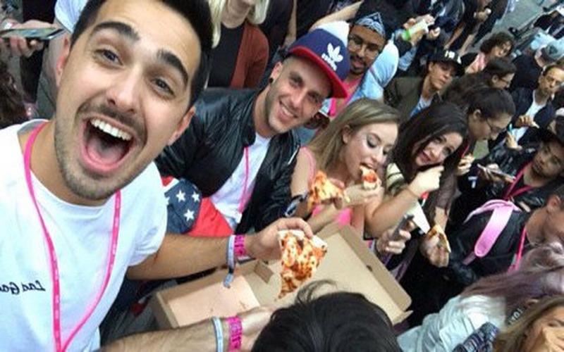 https img o.okeinfo.net content 2017 09 07 298 1771063 so sweet lady gaga traktir pizza ke para penggemarnya vu2sltu2SW.jpg