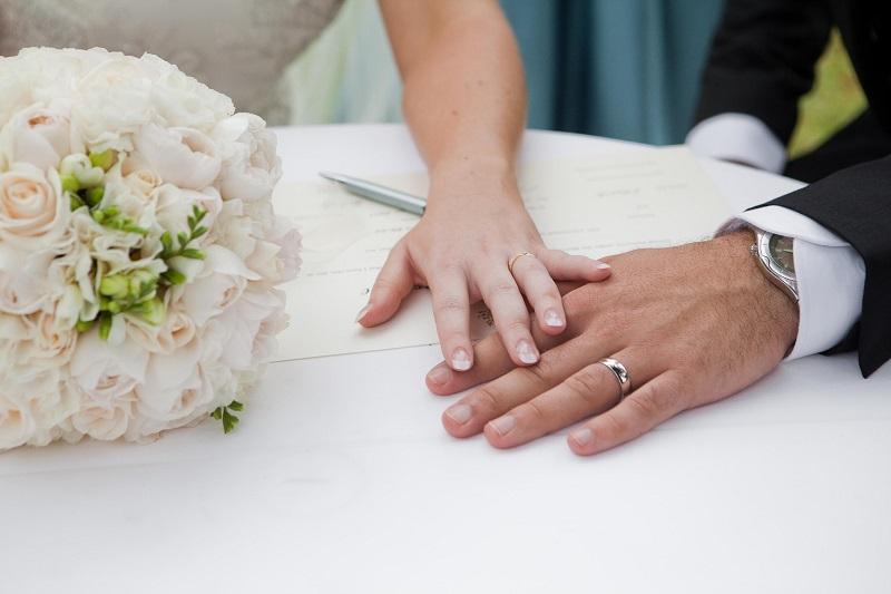 https: img-o.okeinfo.net content 2017 09 08 196 1772190 menikah-karena-diguna-guna-lanjut-atau-cerai-PT6F1aYre7.jpg