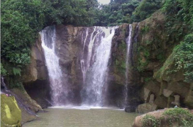 https img o.okeinfo.net content 2017 09 12 406 1774561 uncover indonesia panorama curug munding kisah kerbau jatuh ke dasar air terjun yang melegenda DYWf553g6z.jpg
