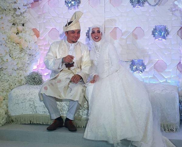https img o.okeinfo.net content 2017 09 13 196 1775135 laudya cynthia bella unggah foto pernikahan ijab kabul ternyata ini artinya EbDh0bCOVv.JPG