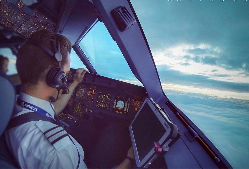 https img o.okeinfo.net content 2017 09 13 406 1775374 penasaran dengan foto foto keren dari atas langit 6 akun media sosial dari pilot ini wajib difollow UtlOePkbe6.jpg
