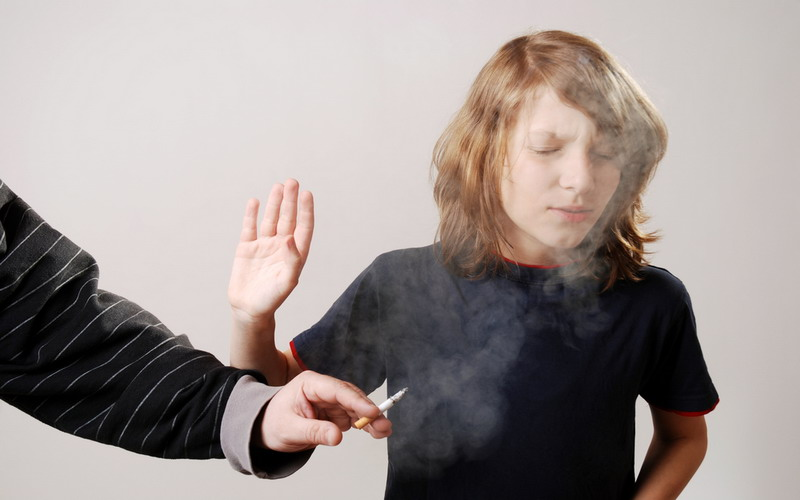 https: img-o.okeinfo.net content 2017 09 14 481 1775793 tidak-boleh-diremehkan-ini-jangka-waktu-bahaya-rokok-menyerang-kesehatan-perokok-pasif-NISzGHSxEl.jpg